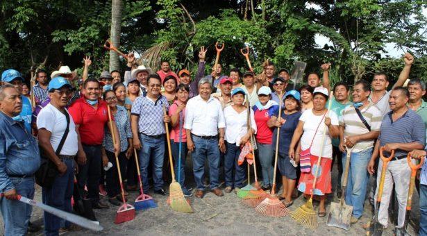"""Con tequio, Ayuntamiento y ciudadanos limpian Bulevar """"Bicentenario"""""""