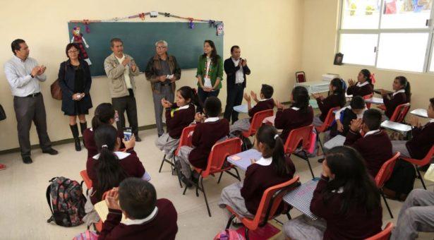 Avanza en tiempo récord dotación gratuita de uniformes y útiles escolares en Oaxaca
