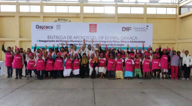 DIF Estatal Oaxaca entrega apoyos en el municipio de Santiago Yolomécatl