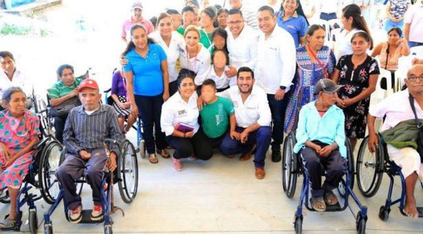 Ivette Morán de Murat visita el Centro de Atención Múltiple Nº 17 de Santa María Huatulco