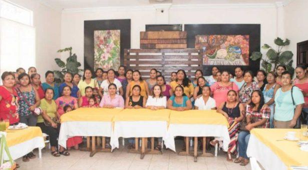María Luisa Vallejo y responsables de cocinas, unidas para mejorar nutrición en comunidades