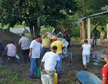 Con Tequio Gobierno de Tuxtepec construye piso de Casa de Salud en Santa Rosa Papaloapan