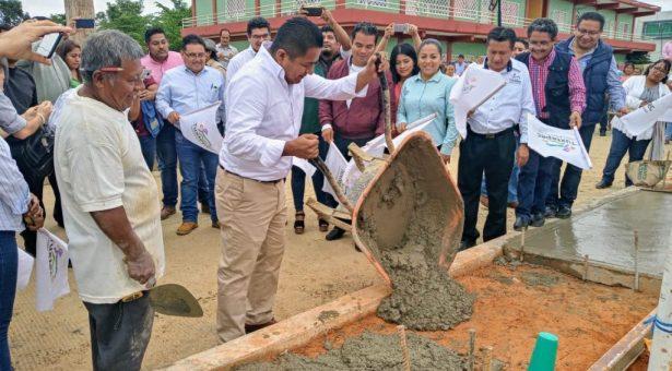Con banderazos de más obras Dávila refrenda compromiso con Tuxtepec