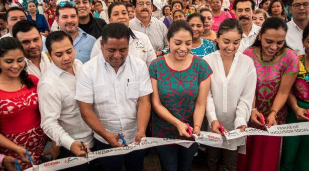 Realizan Feria de Inclusión Social en el parque Juárez de Tuxtepec