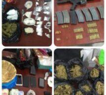 Coordina y ejecuta Fiscalía General cateo en región del Istmo de Tehuantepec; asegura armas, drogas, vehículos y detiene a una mujer