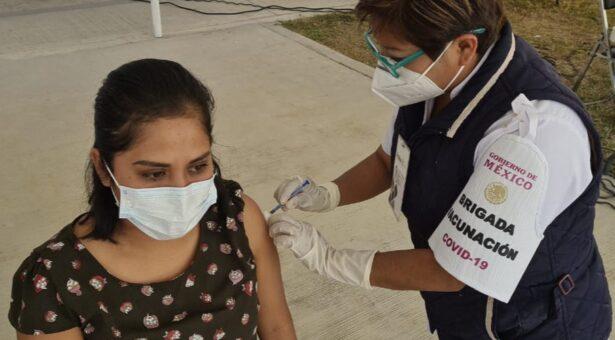Continúan los SSO vacunación contra COVID-19 a personal de Salud